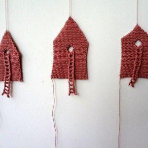 Annemarie-van-Hooff--Drie-roze-huisjes-