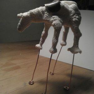 Annemarie-van-Hooff--Paard-op-hoge-Poten--i-s-m--Arine-Fijn