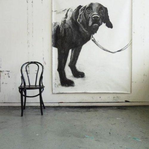 Annemarie van Hooff 'Zwarte hond' 180 x 120 cm foto