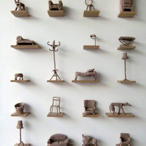 Huiswerk, 19 gehaakte meubels